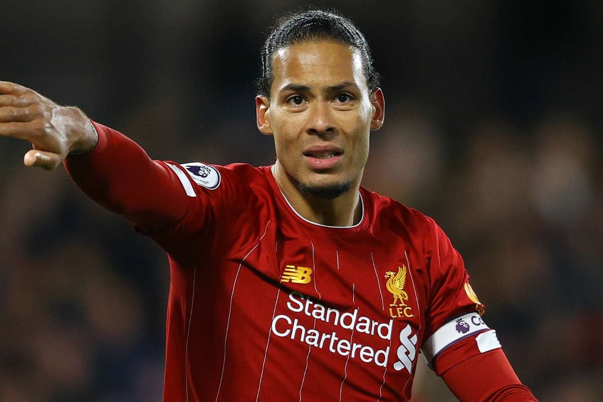 Van Dijk congratulates former boss Ronald Koeman on Barcelona move